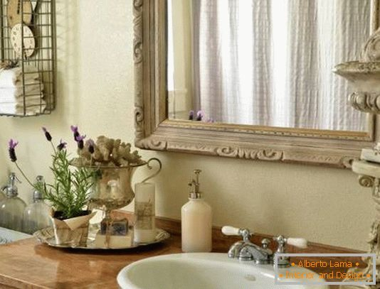 Beautifully decorated bathroom