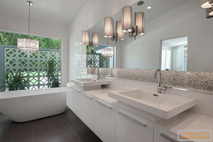 Bathroom in white tones