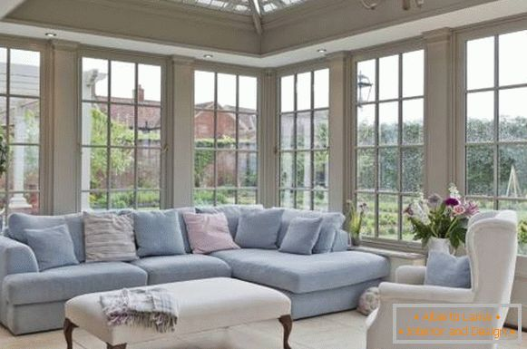 Design of the living room and pastel colors - a photo of a private house