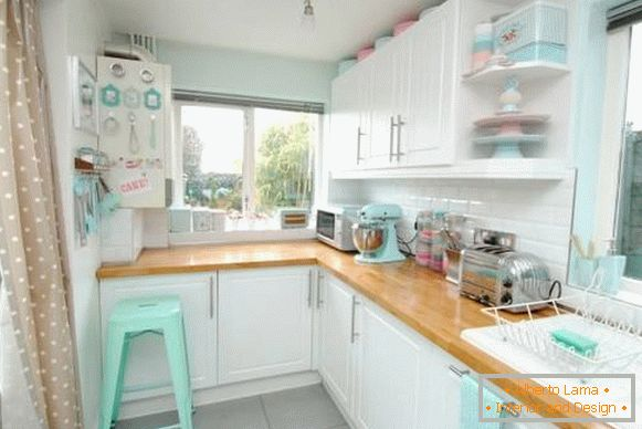 mint-and-pastel-tone-in-the-kitchen