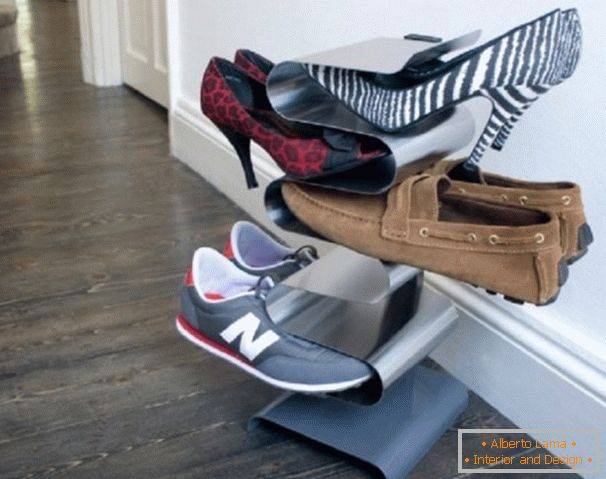 Vertical shoe shelf