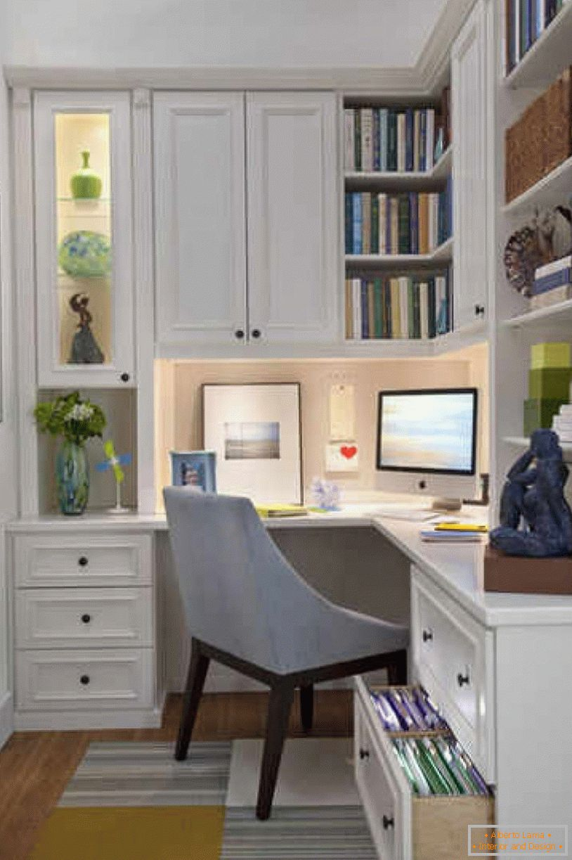 Workplace design in a small room
