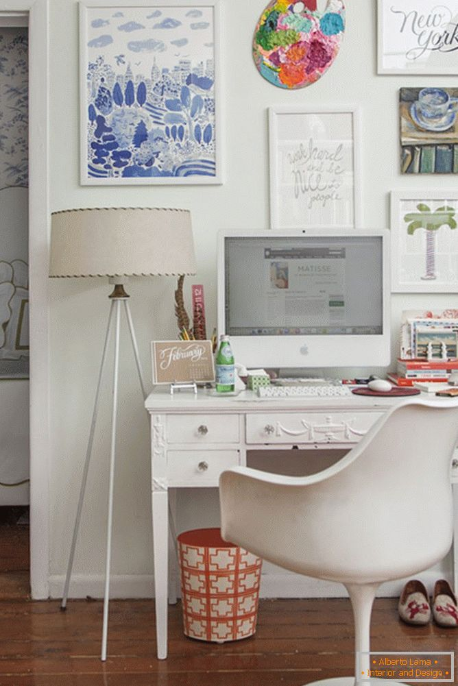 A feminine version of the decor of the workplace