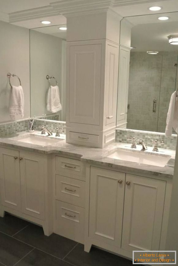 Built-in lamps above the sinks in the bathroom