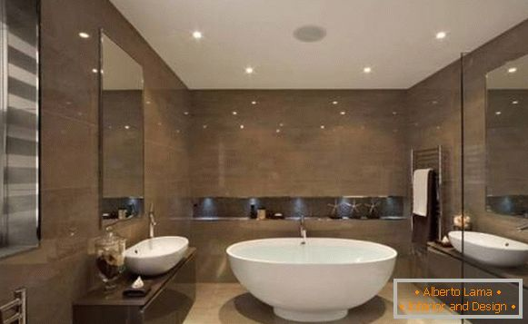 Brilliant tiles and built-in lamps in the bathroom