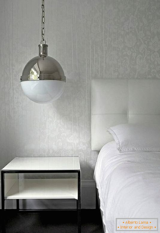 Suspension lamp above the bedside table
