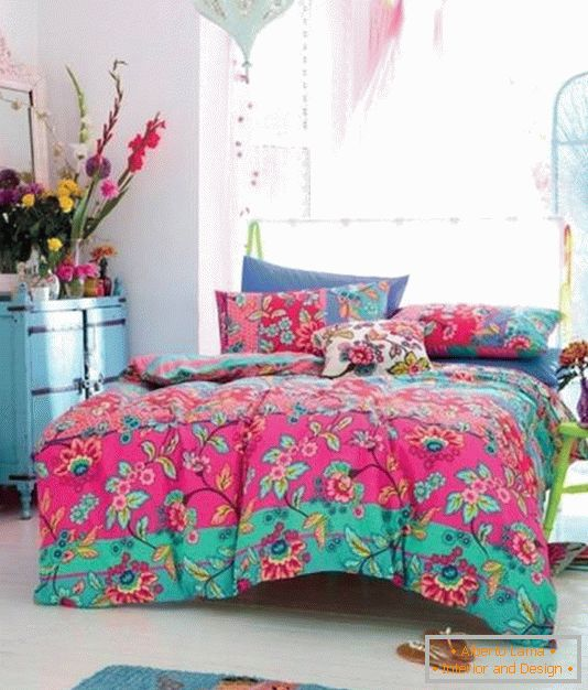 Bright decor for a bedroom in oriental style
