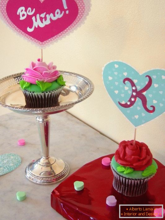 Cakes with postcards for Valentine's Day