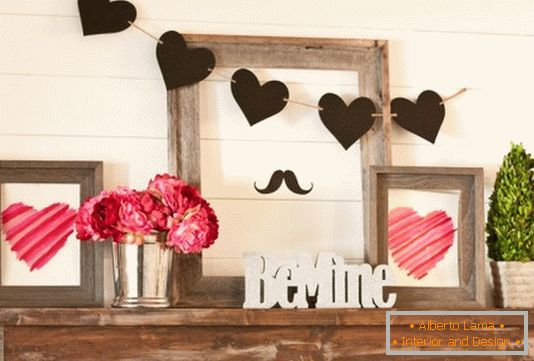 The original decoration of the shelf for Valentine's Day