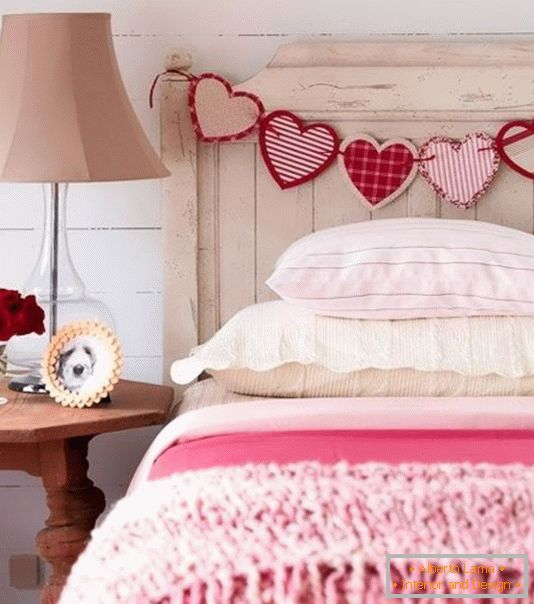Decoration of the bed for Valentine's Day