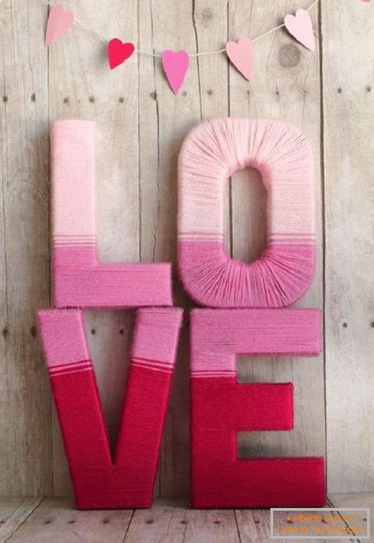 Romantic crafts made of thread and heavy paper