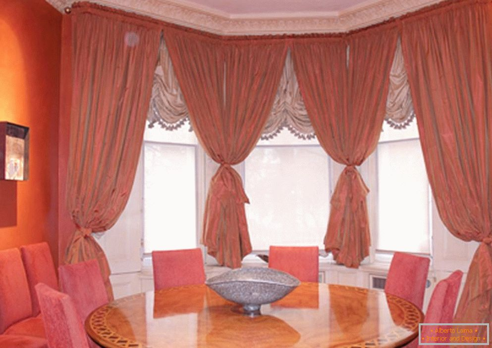 Curtains on the windows in the dining room
