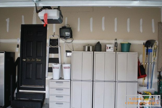 Wardrobes and drawers in the garage