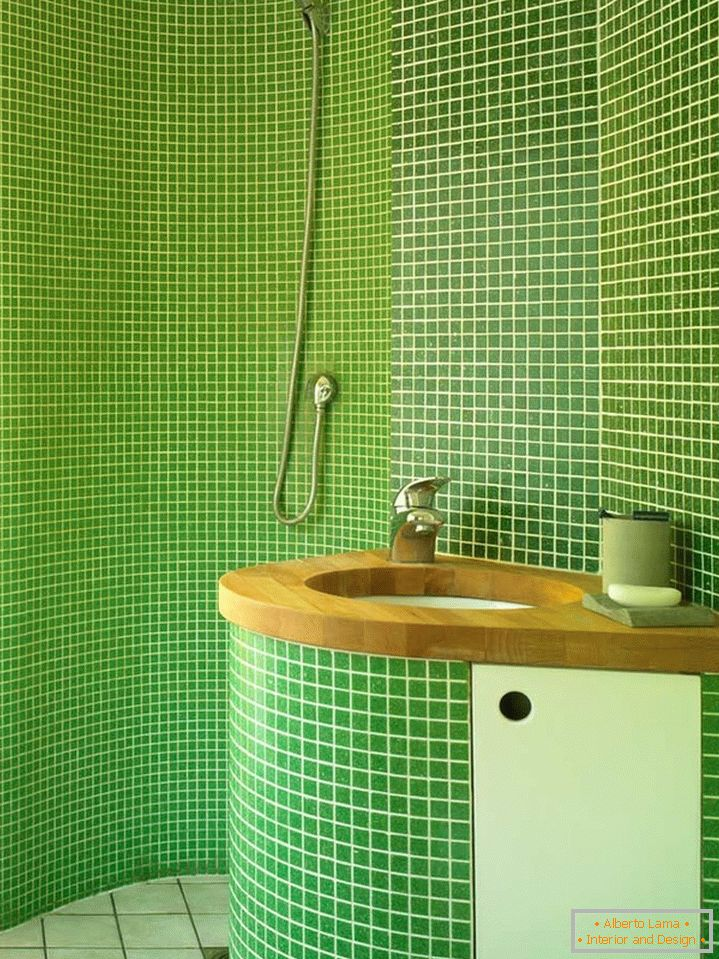 Green tiles in the bathroom