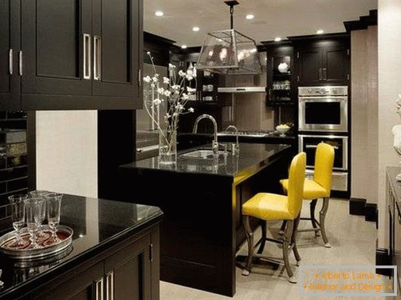 Yellow color in the interior of the kitchen