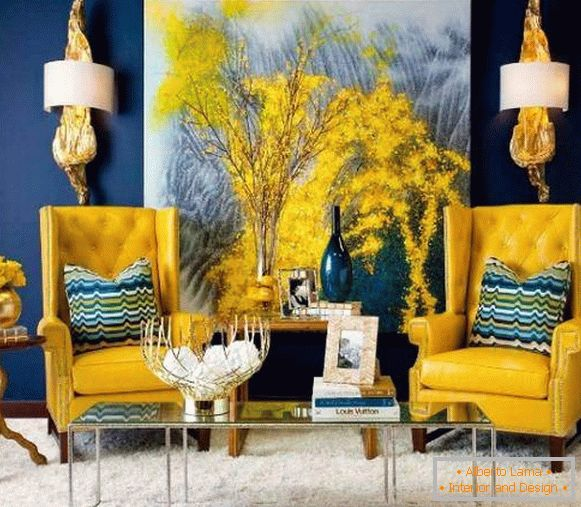 Combination of yellow with blue in the interior