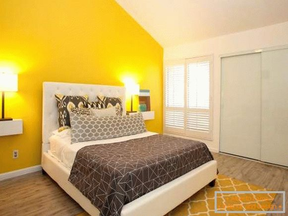 Yellow color in the interior of the bedroom