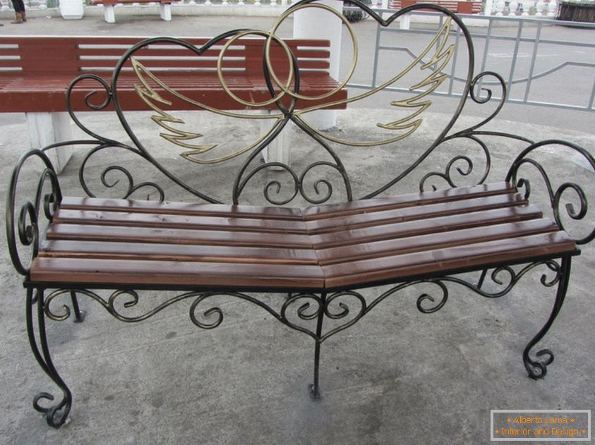 Openwork bench for lovers