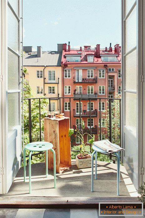 Small balcony with a view of the city