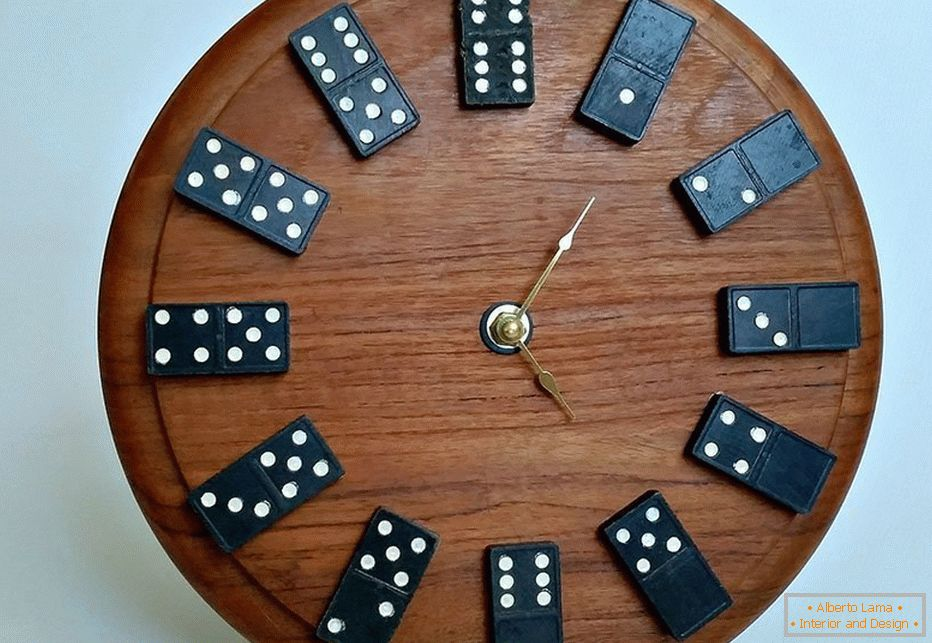Dial with dominoes instead of numbers