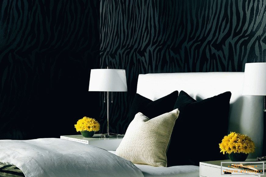 Black wallpapers in the interior