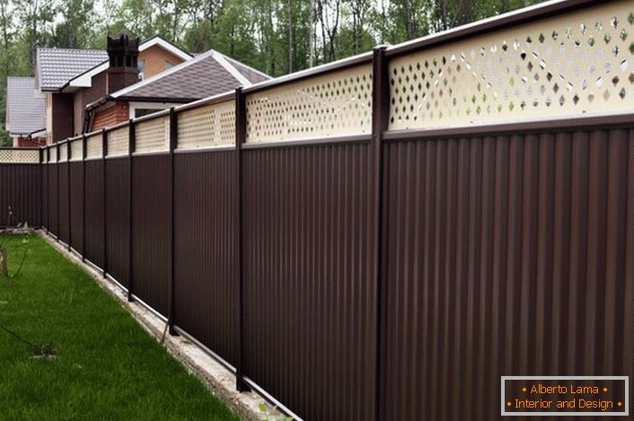Modular fence is attractive not only for its pleasant appearance, it is also practical and functional.