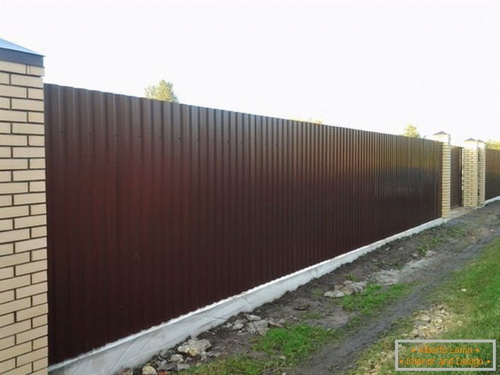 Modular fence from profiled sheeting is unpretentious in care, so attractive appearance is easy enough to maintain.