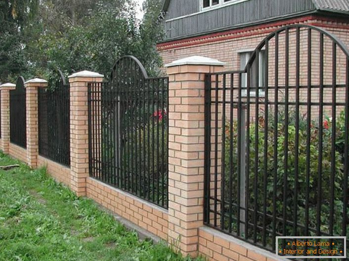 An elegant modular fence for a small villa is considered the most acceptable option.