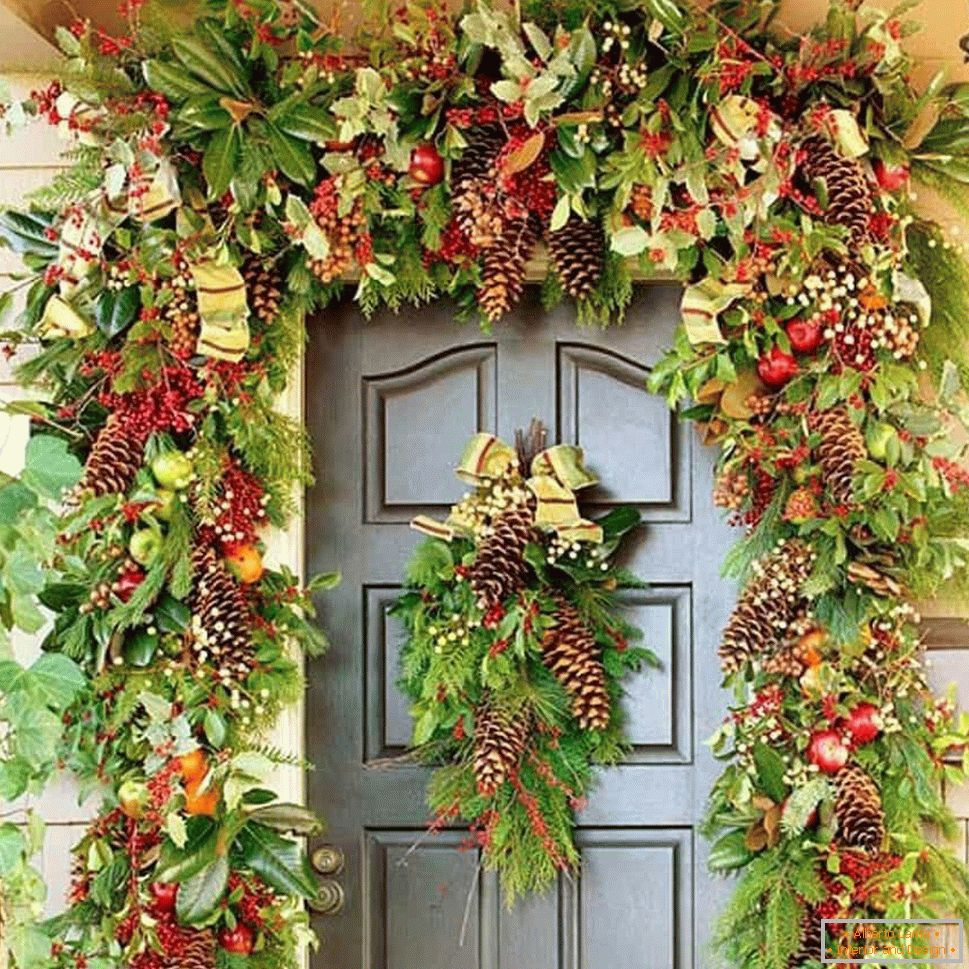 Registration of the entrance door around the wreaths