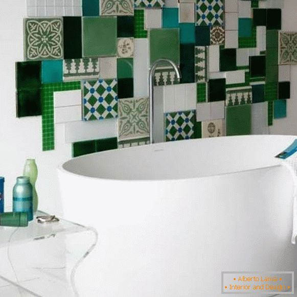 How to decorate a tile in the bathroom