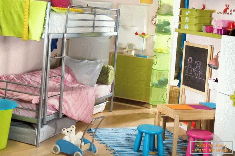 Photo-3-children-with-bunk beds
