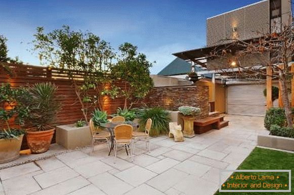Design of the yard of a private house - 30 photos of modern yards