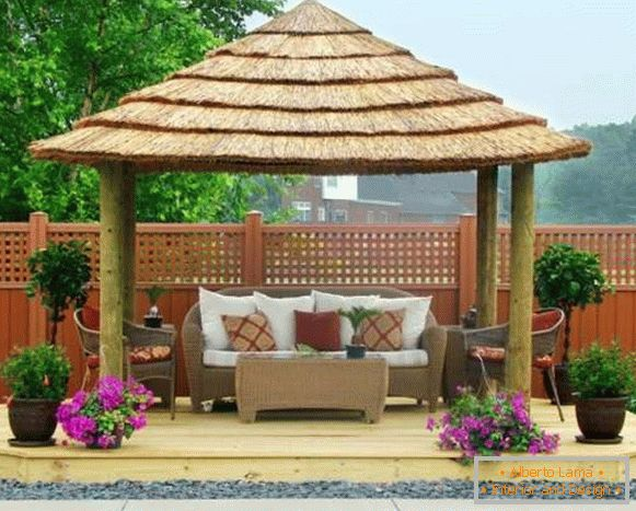 Design of a gazebo in the courtyard of a private house - original ideas