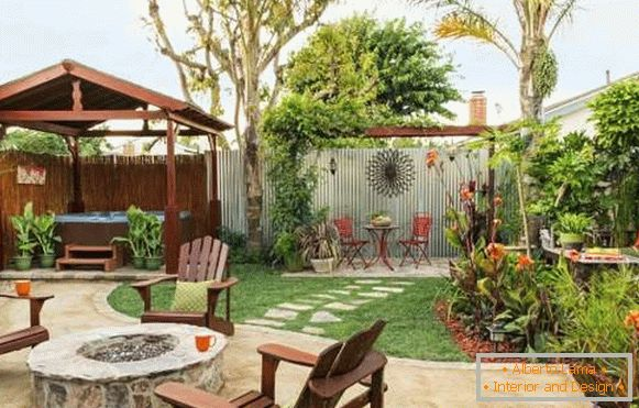 The layout of the yard of a private house - a photo of a beautiful courtyard in a modern style