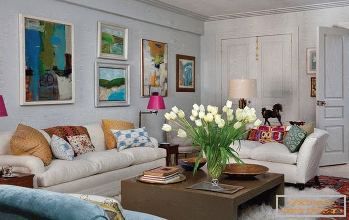 Design of a living room in eclectic style (70 interior
