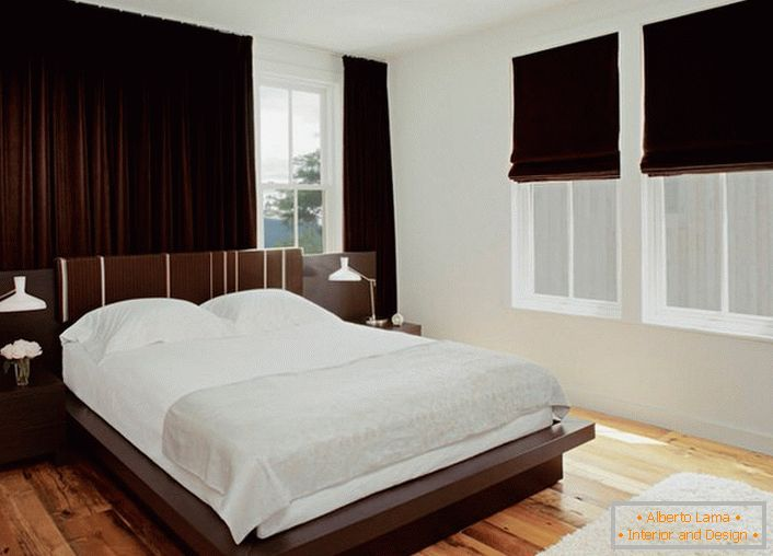 Bedroom wenge does not like excesses, so decorative elements should be a minimum.