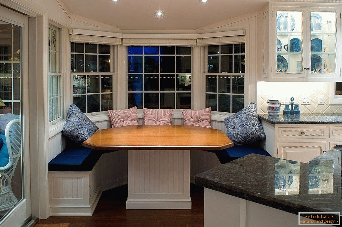 Dining table with sofas in the bay window
