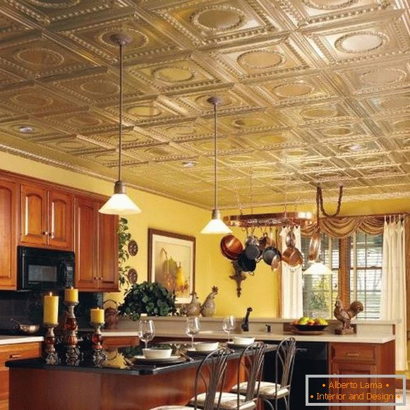 Ceiling with tiles in the kitchen