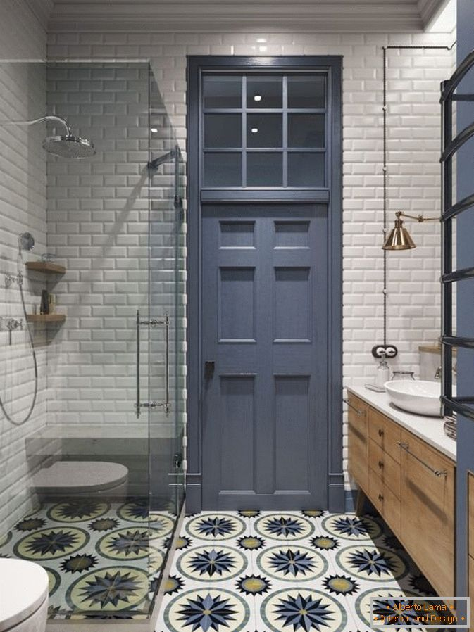 Tile on the floor with an ornament in the combined bathroom