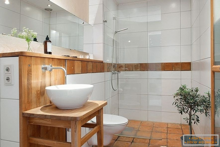 Combined toilet with shower cabin