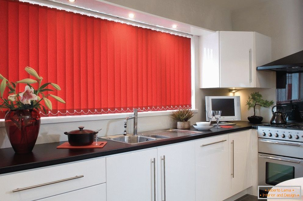 Red blinds and white furniture in the kitchen