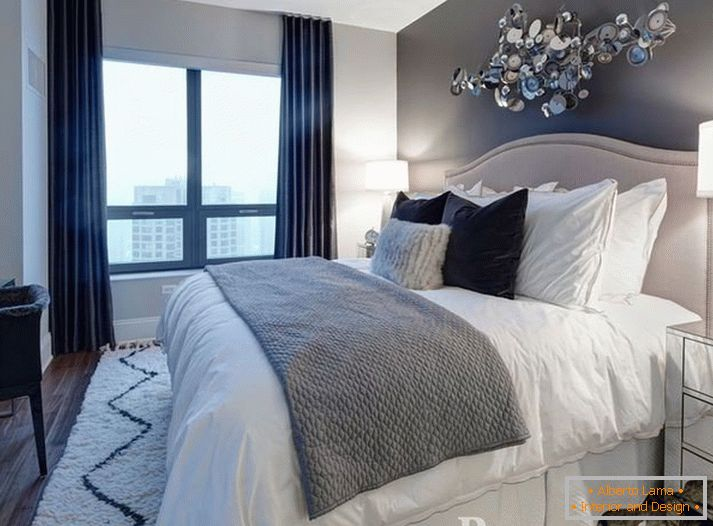 The combination of gray and white in the bedroom
