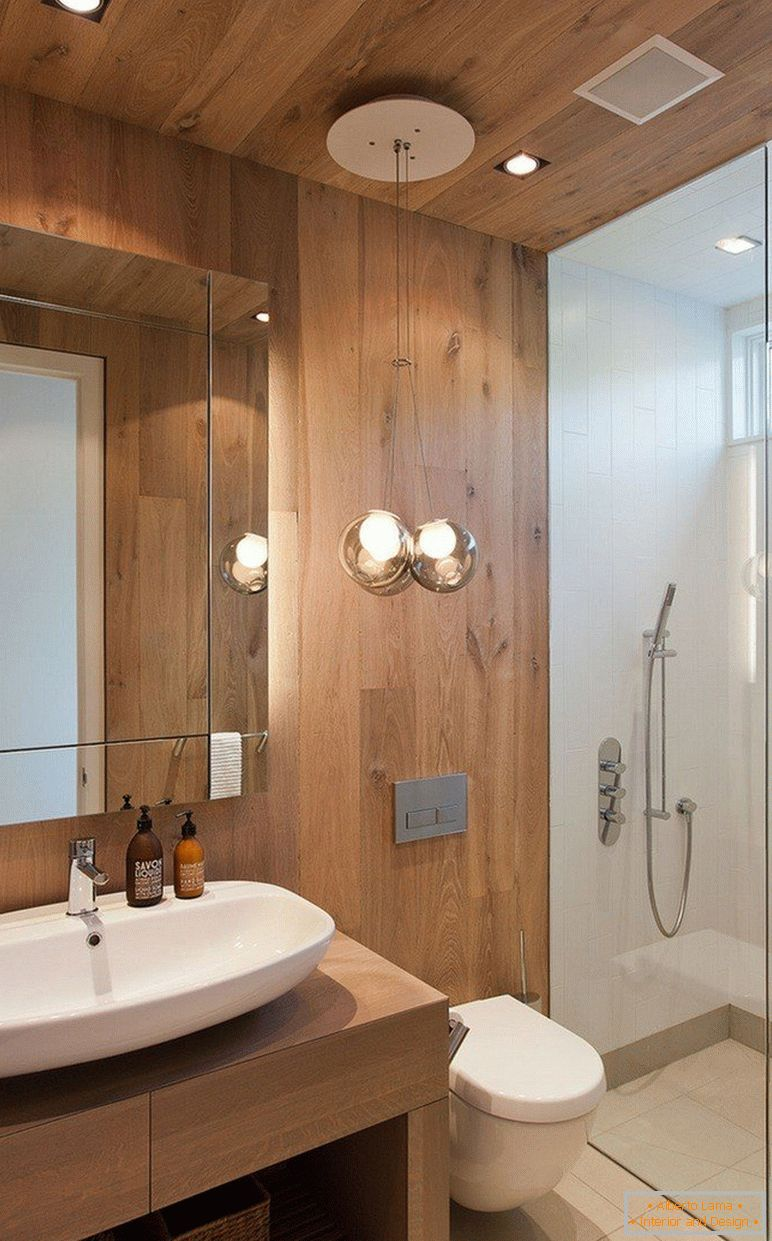 The combination of wood and tiles in the bathroom interior