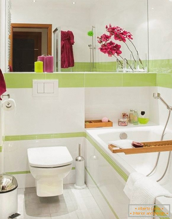 Bright accents in the bathroom