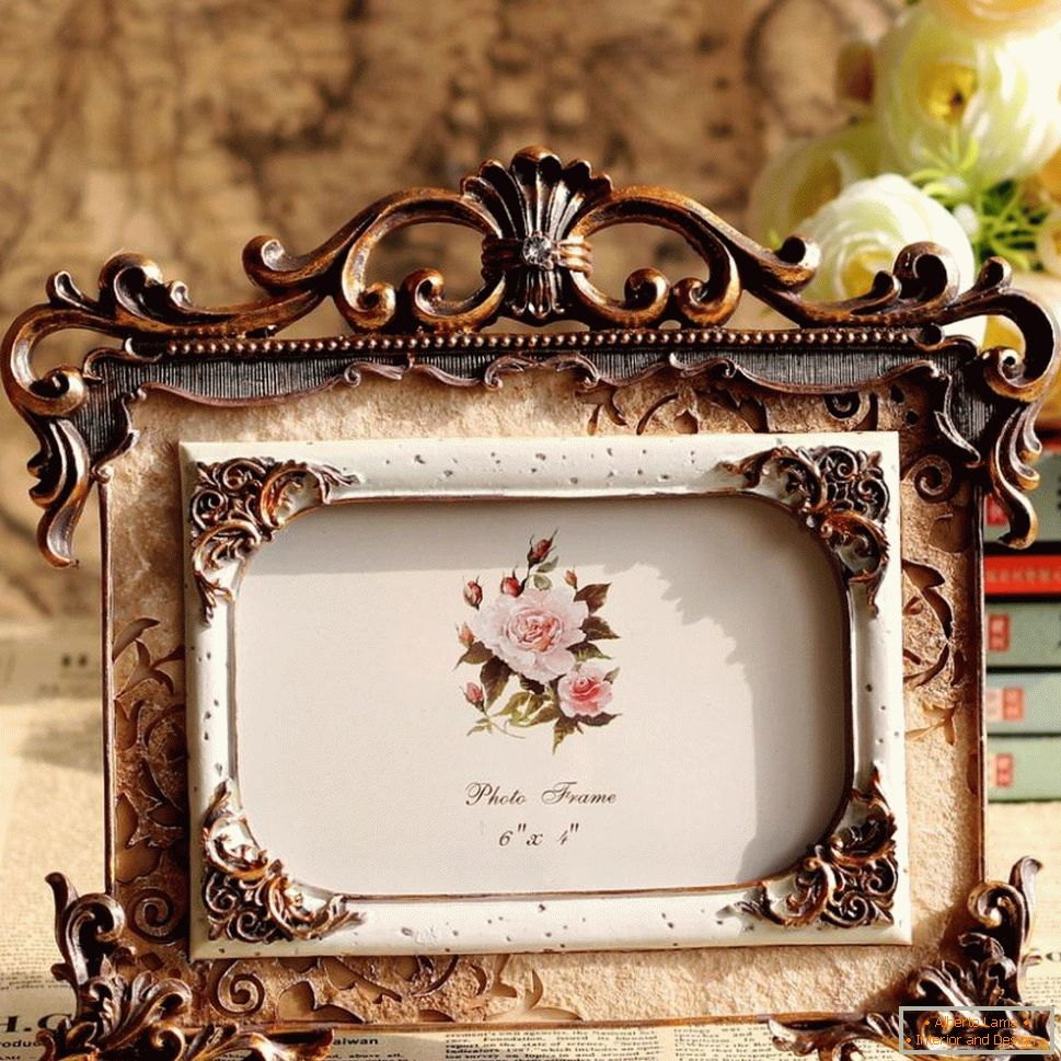 Decorative frame made of steel and ceramics