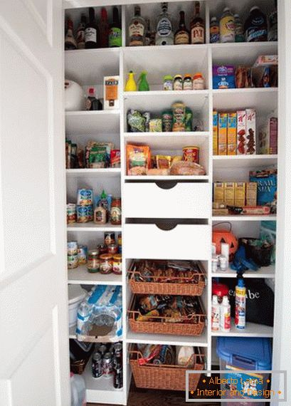 A large number of compartments in the pantry