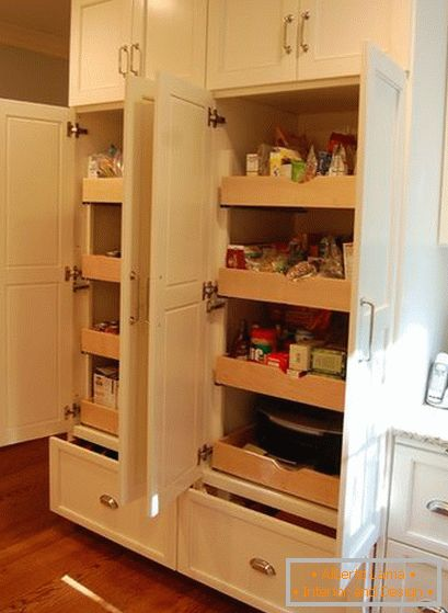 Drawers in the pantry