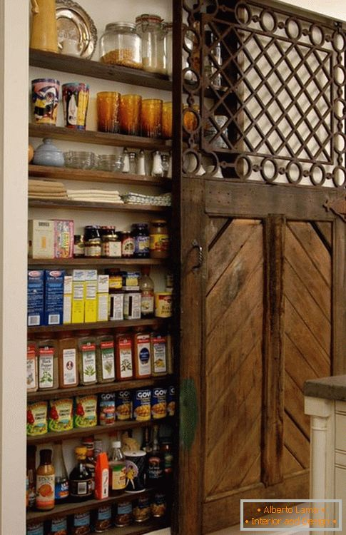 Door-compartment in the pantry