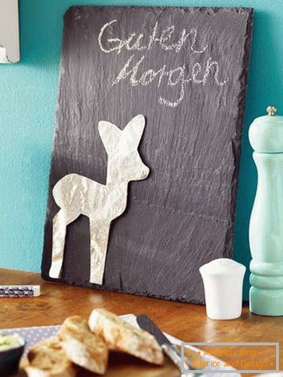 Chalkboard in a small kitchen in turquoise color
