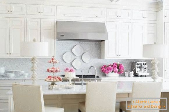 How to decorate the kitchen in bright colors